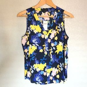 FLORAL SLEEVELESS VNECK TOP